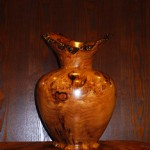 屋久杉で作られた藤田ブランド伝統工芸品の壺