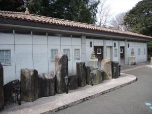 石のトイレ