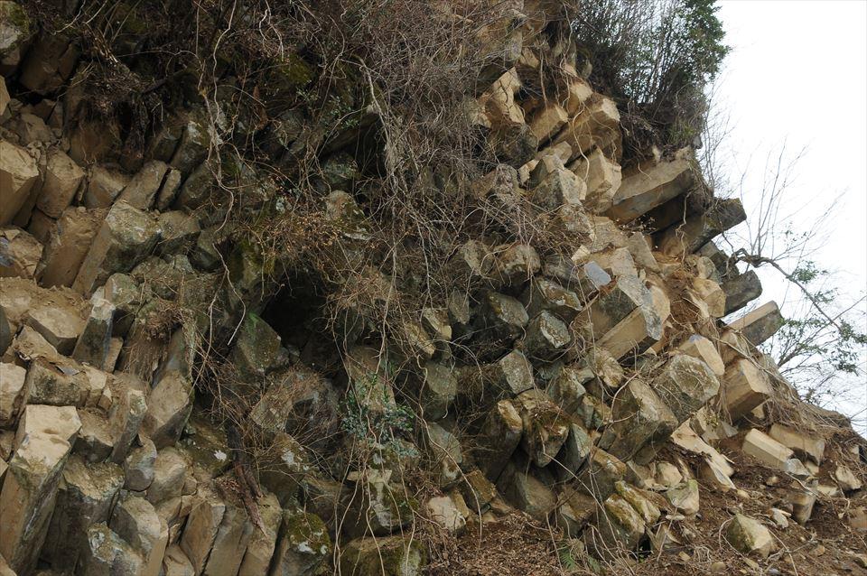熊本県球磨郡球磨村一勝地の自然の六角石