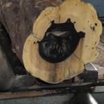 4月26日 宮崎県小林市柞木商店製材所にて製材 ベテランの匠による製材の様子です。
